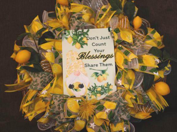 (Wreath) Gnome with Lemons-